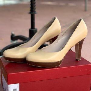 Ferragamo Giara beige high heel size 9